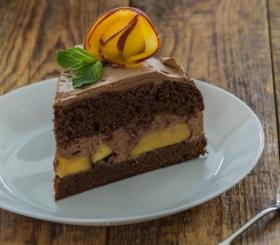 עוגת שוקולד אפרסק צילום: shutterstock