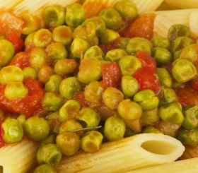 אפונה ברסק עגבניות  צילום: shutterstock